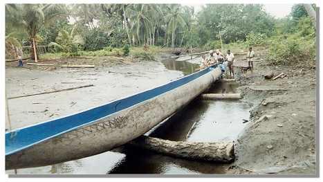 Papa John's photo of a long canoe in Papua New Guinea.